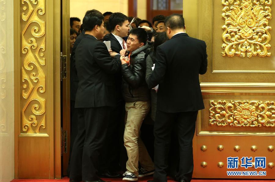 (两会・新华网)国务院总理李克强等即将与中外记者见面