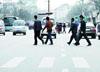 行人乱穿马路引发事故赔了2万