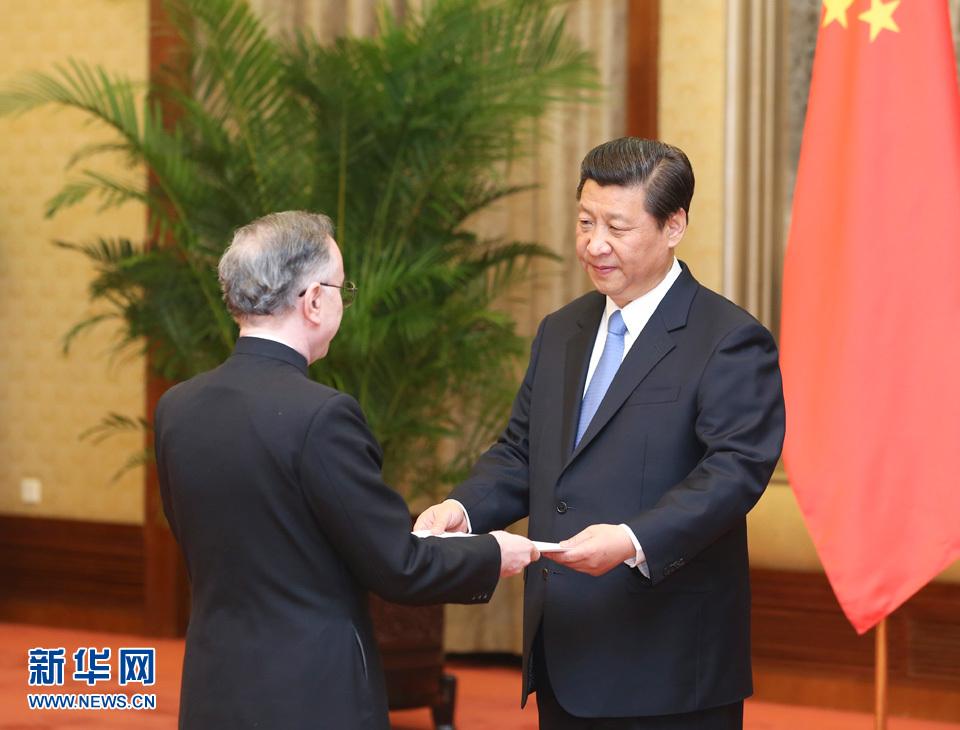 习近平接受九国新任驻华大使国书