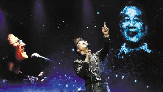 汪峰/浙江在线05月01日讯昨晚,汪峰个人演唱会在杭州黄龙体育馆举行...