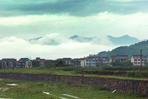 桐庐环溪村,三面环水一面靠山