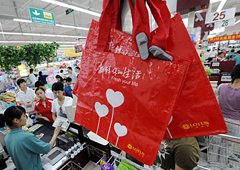 限塑令登台5年 塑料袋仍在滥用