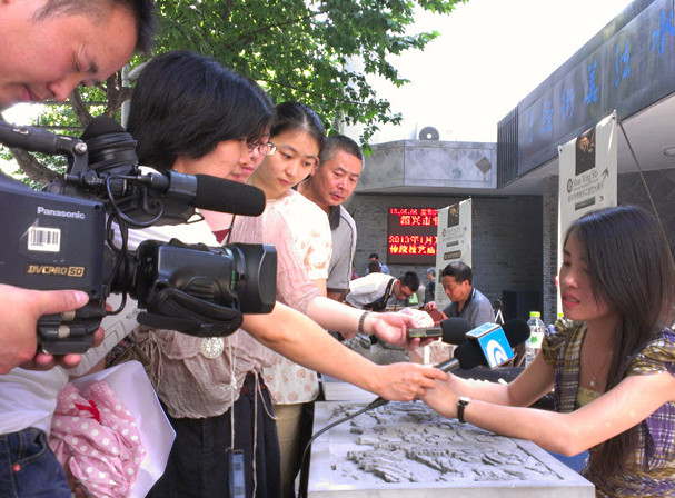 绍兴传统手工技艺展开幕 新昌天功坊现场秀绝活