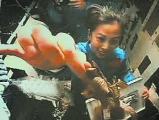 王亚平太空吃粽子玩漂浮粽叶