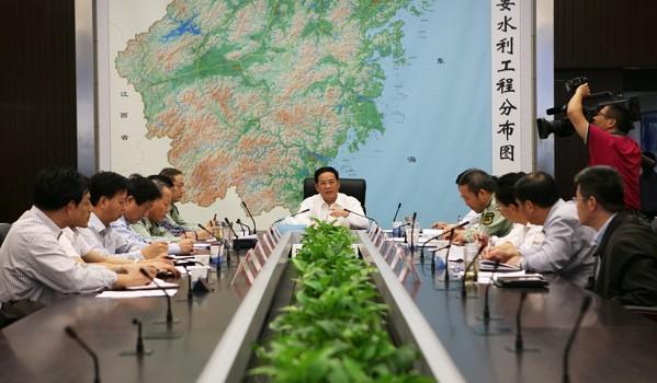 李强再赴省防指检查指导防汛工作时要求加快城市排涝 严防次生灾害