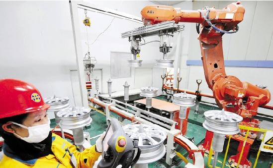 """永康""""万杰""""研发的工业机器人误差仅0.02毫米"""