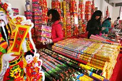 杭城烟花开售第一天:生意冷清
