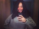 王菲笑容灿烂玩自拍