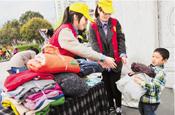 向贵州贫困山区儿童捐衣