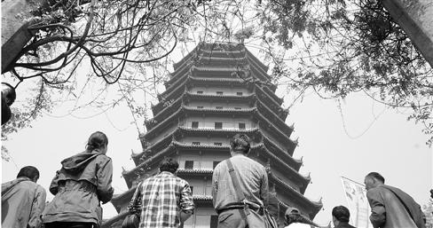 历时343天维修 六和塔昨天正式开塔