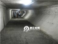 记者体验杭州庆春隧道逃生通道