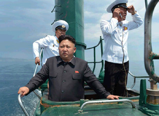 金正恩视察海军部队