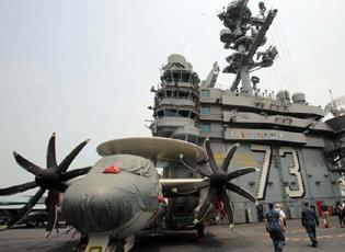 美国华盛顿号航母停靠香港