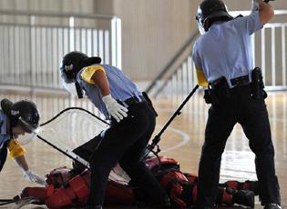 北京警方真刀演练反恐袭