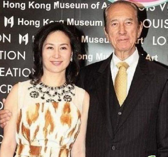 何超琼/2001年8月31日,何超琼与许晋亨发表声明离婚,尽管何鸿燊表示...