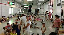 纳凉大军涌进杭州地铁站