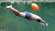再不游泳 我就就热死了!
