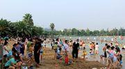 火爆的日湖公园黄金沙滩