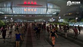 杭州火车东站变为健身广场