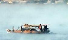长江水雾蒸腾如仙境