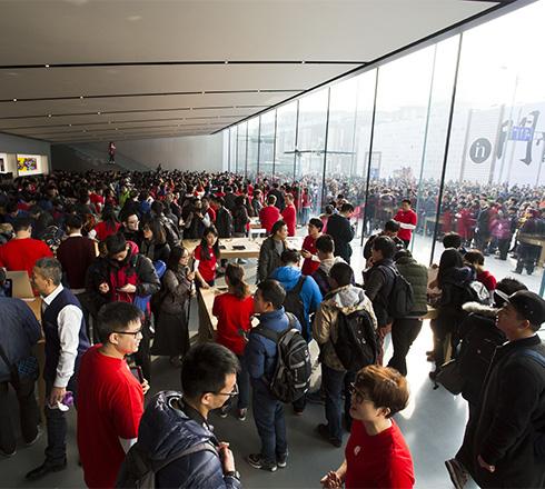 西湖苹果店开业 杭州地铁临时封站
