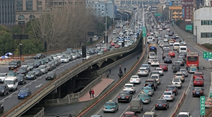春节将至 杭州高架依旧拥堵