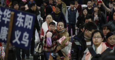 杭州火车站迎来返程高峰