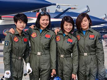 中国首批歼击机女飞行员将海外首秀