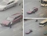 轿车强行转弯撞死民警