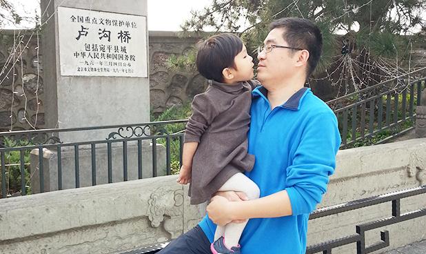 """胡钢亮:奶爸兼职""""家庭医生""""希望孩子自由享受人生的苦和乐"""