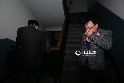 杭州百脑汇火起7楼电脑仓库 好心人开私家车送伤员