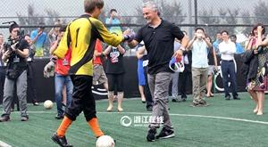 巴乔杭州为盲人足球队员加油