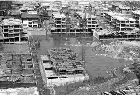 紫金湾二期工地积水严重。