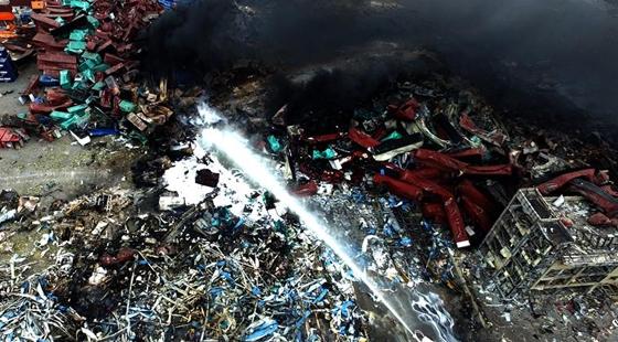 无人机队航拍滨海爆炸事故核心区现场