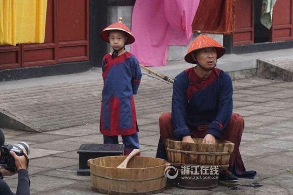 林永健父子扮乞丐
