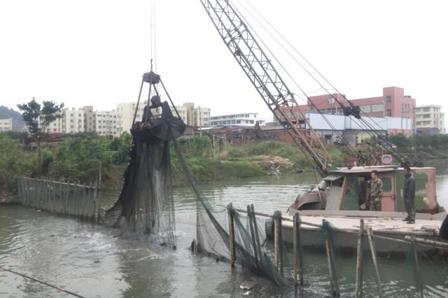 瓯海:仙岩街道开展河道渔网清理大行动