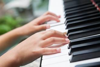 """浙江在线""""我想学钢琴""""百家校园公益圆梦计划第一季启动"""