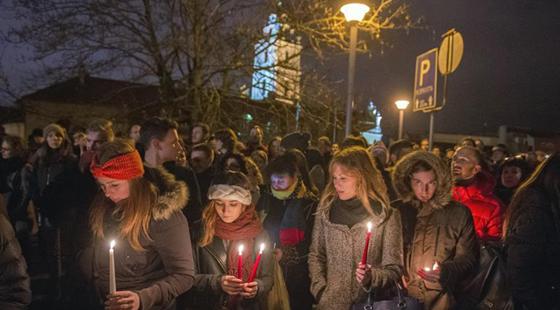 世界各地悼念巴黎恐袭遇难者