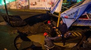 杭州地铁4号线水澄桥工地道路突发塌陷