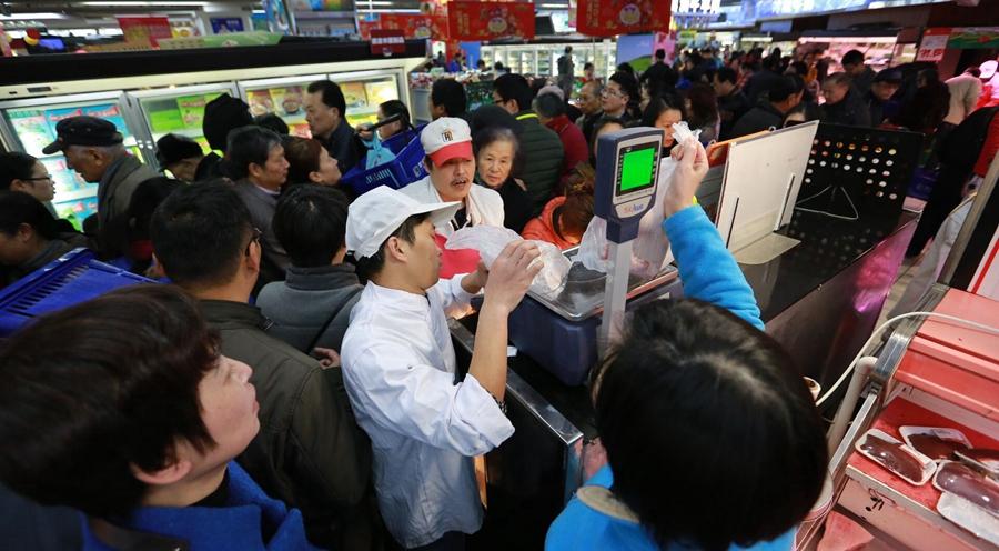 双十二杭城超市已经被挤爆