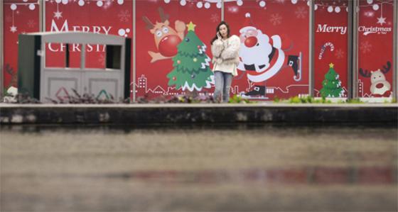 南湖:早早装扮起广场迎圣诞