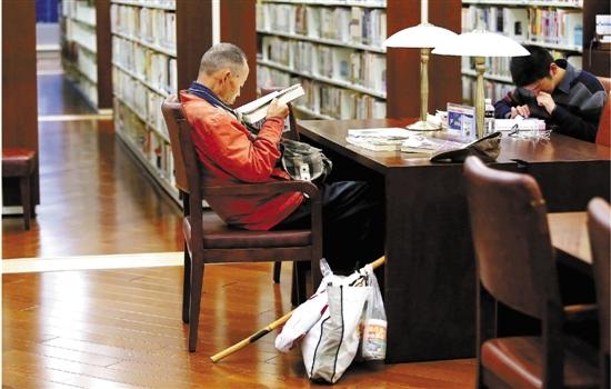 常去图书馆先洗手后看书的拾荒老人走了。 - 沂山弥水 - 好大一个道