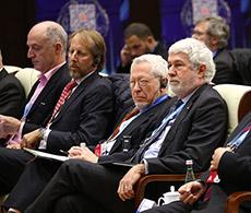 众多国际嘉宾参加讨论