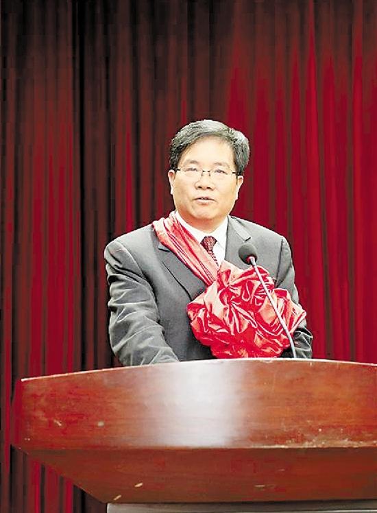 丁列明/1月12日,丁列明在颁奖会上发言。