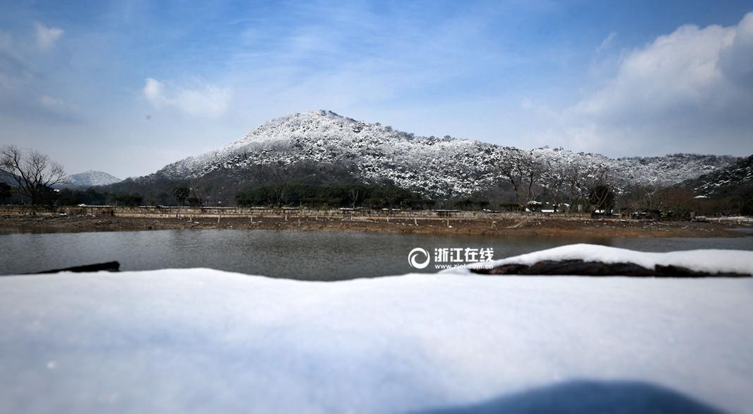 """杭州雪山美如""""富士山"""""""