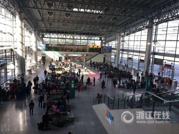 春运首日杭州客运中心未迎高峰 公路探亲流集中在节前高清图片