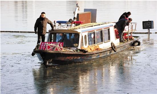 破冰船开进西湖