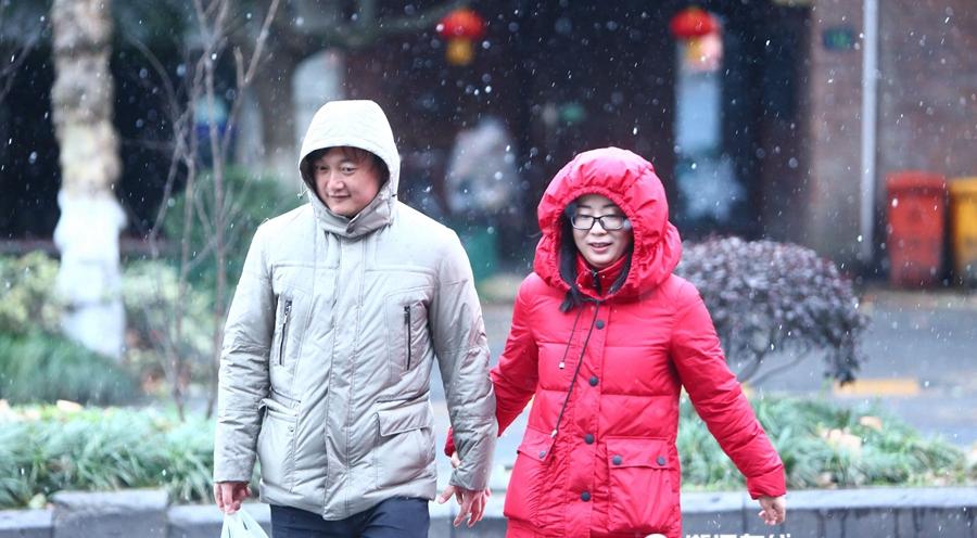 昨天露腰今天裹貂!杭州又下雪了