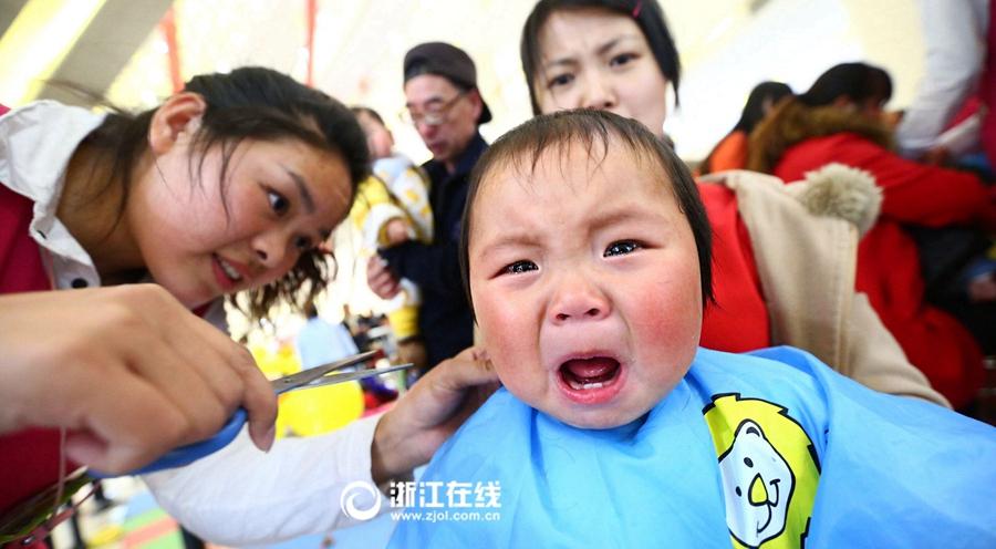 """二月二""""剃龙头"""" 杭州宝宝们都被吓坏了"""