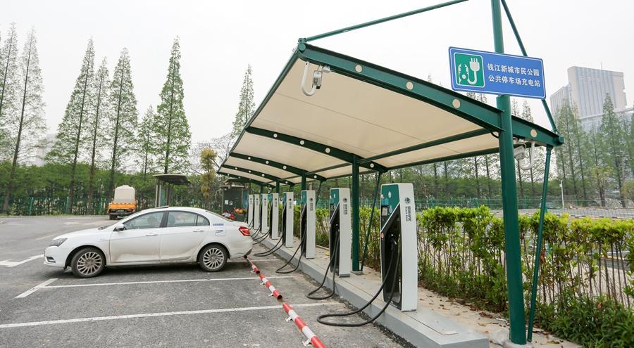 杭州最大新能源充电站试运营